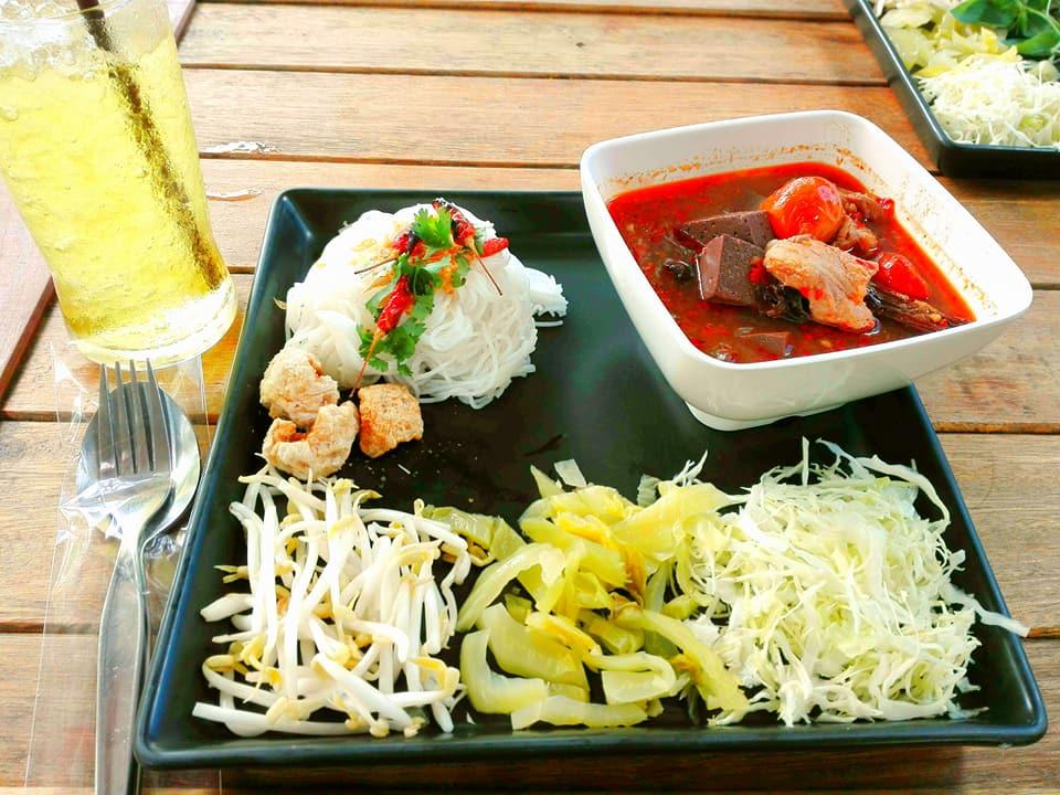 khao-soi-nimman kao soi nimman (1) Credit: top restaurants in chiang mai blog.