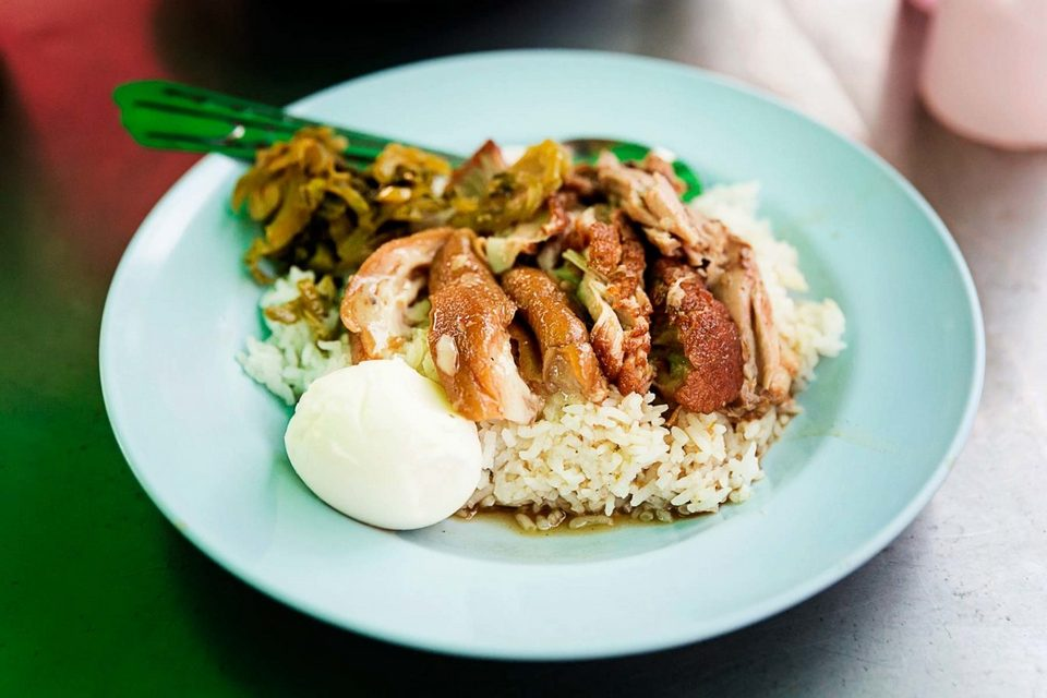 Image by: best places to eat chiang mai blog. Cowboy Hat Lady at Khao Kha Moo