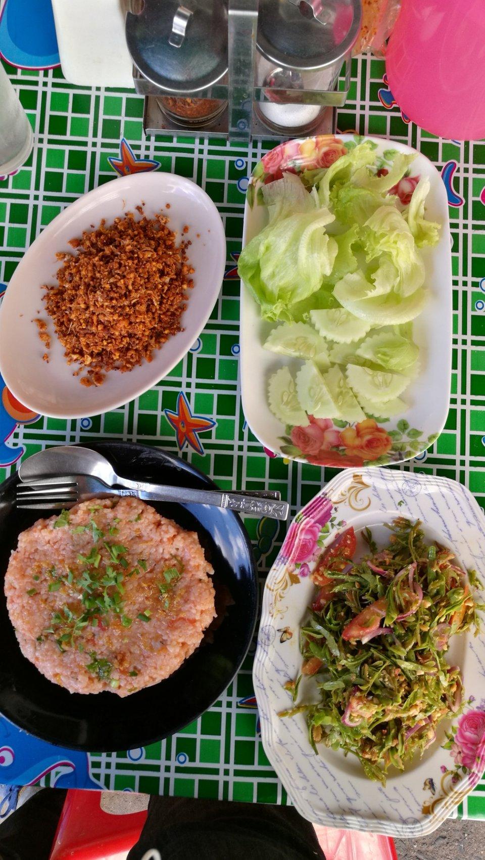 Nong Bee's Burmese Restaurant & Library chiang mai (1)