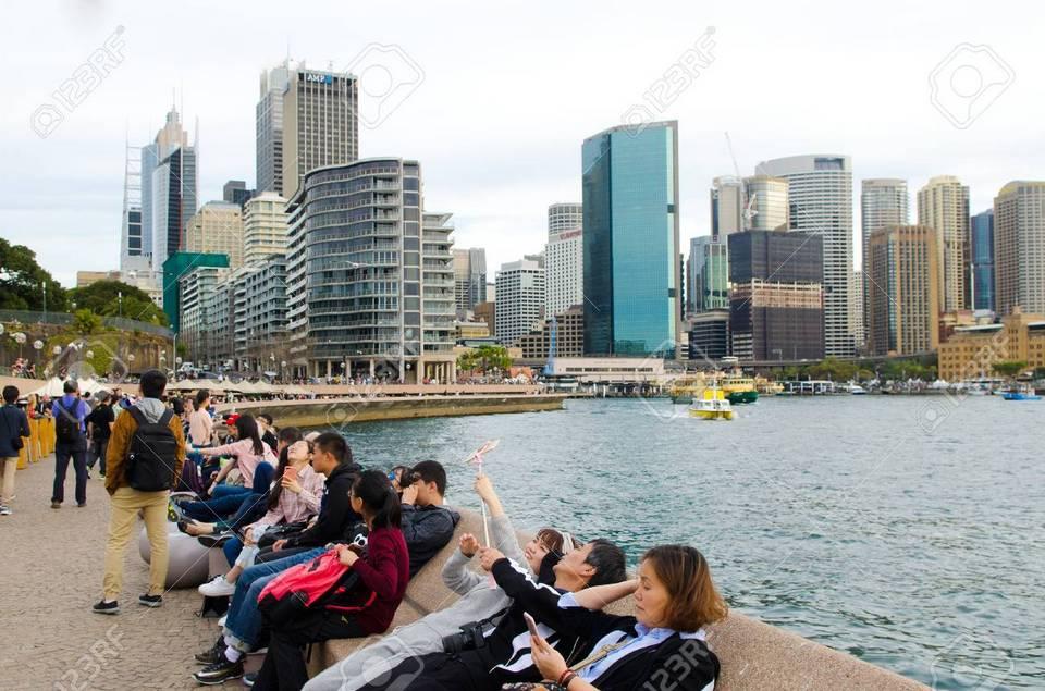 86074262-sydney-australia-august-11-2017-visitors-at-sydney-circular-quay-a-major-tourist-attraction-in-sydne