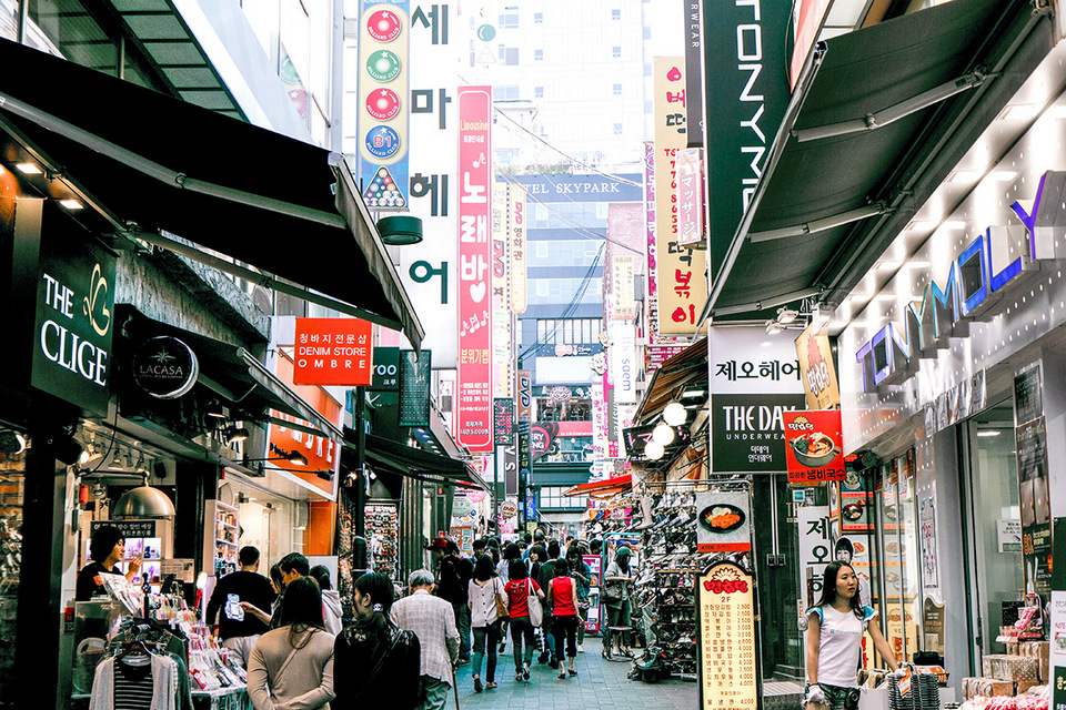best shopping places in Seoul, top shopping places in Seoul, best shopping mall in Seoul, is underground shopping Seoul Experience-Seoul_shopping_Myeongdong-Lotte-Department-Store_M-PLAZA