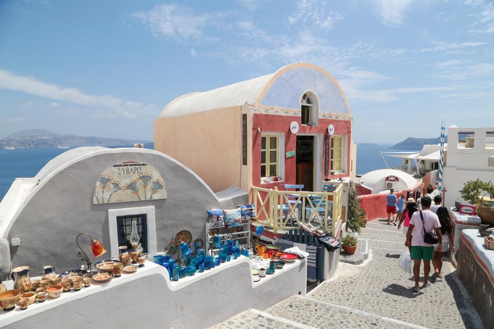 Oia-village-Santorini_CS