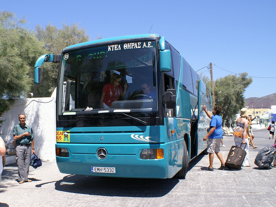 Service bus in Oia village