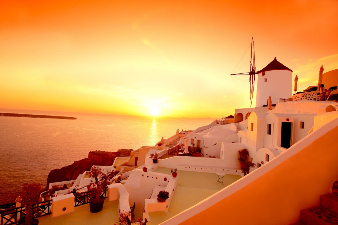 enjoy-the-most-famous-sunset-in-the-world-in-santorini-santorini-with-famous-windmill-in-greece-oia-village-135-411d