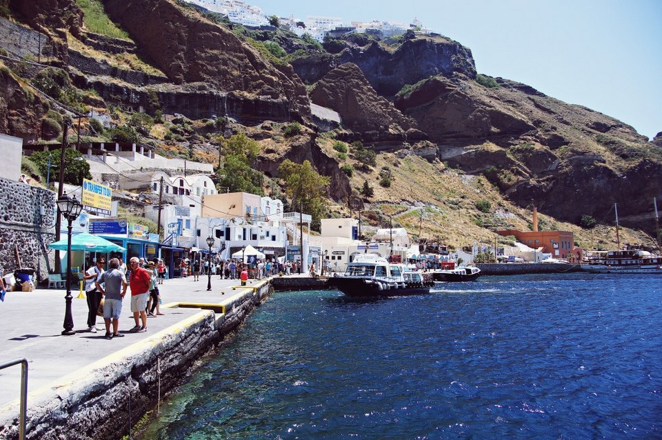 Old Port, located at the foot of Fira.