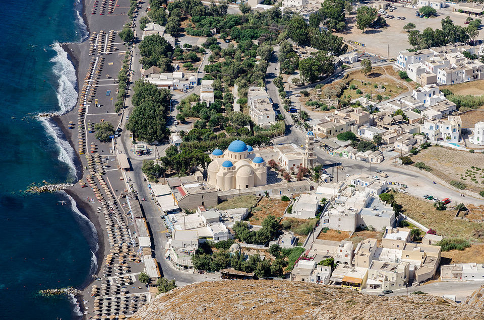 1200px-Perissa_seen_from_ancient_Thera_-_Santorini_-_Greece_-_05