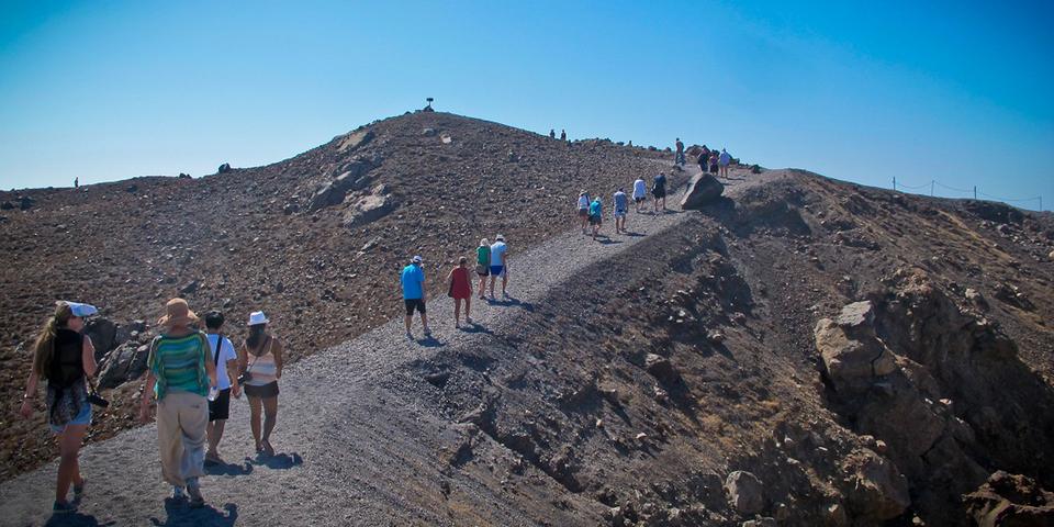 31santorini-volcano-tour-nea-kameni-3