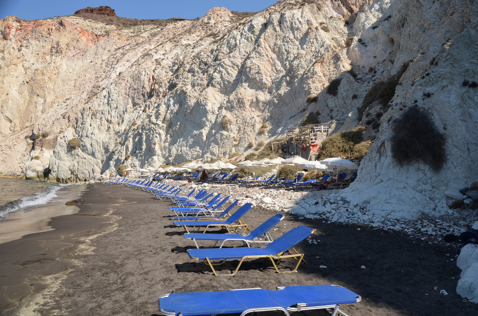 1White-beach-Santorini-2