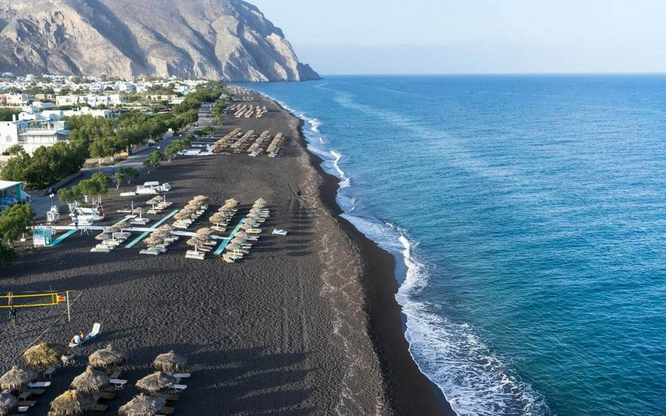 Santorini---Attractions---Black-sand-beach-xlarge