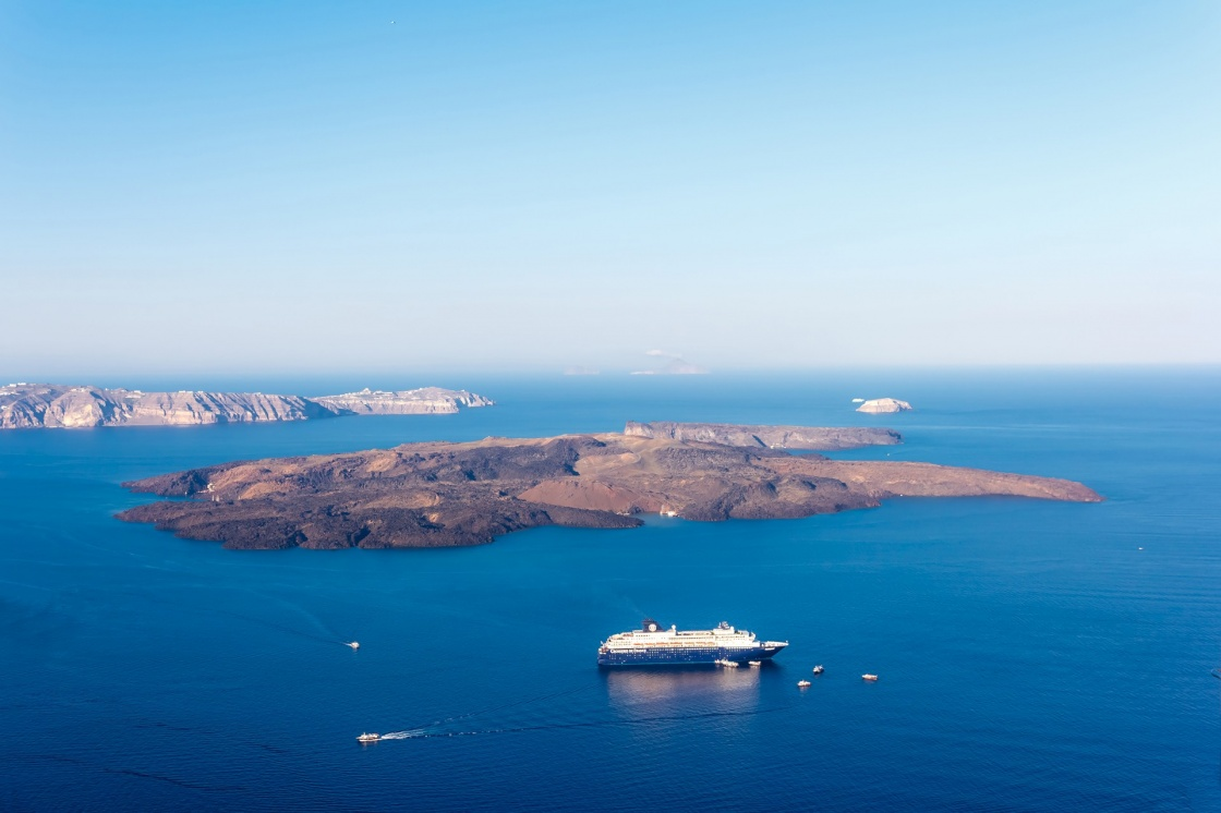 the-volcano-of-santorini-nea-kameni-volcanic-island-in-santorini-greece-with-ships-in-front-photographed-from-a-high-point-of-view-134-57fa