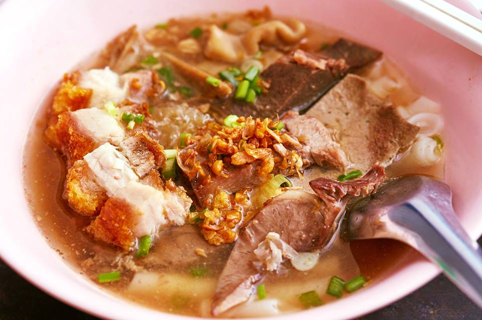 thai street food michelin star Guay Jub Mr. Joe Mr Joe Crispy Pork (Bib Gourmand) (1)