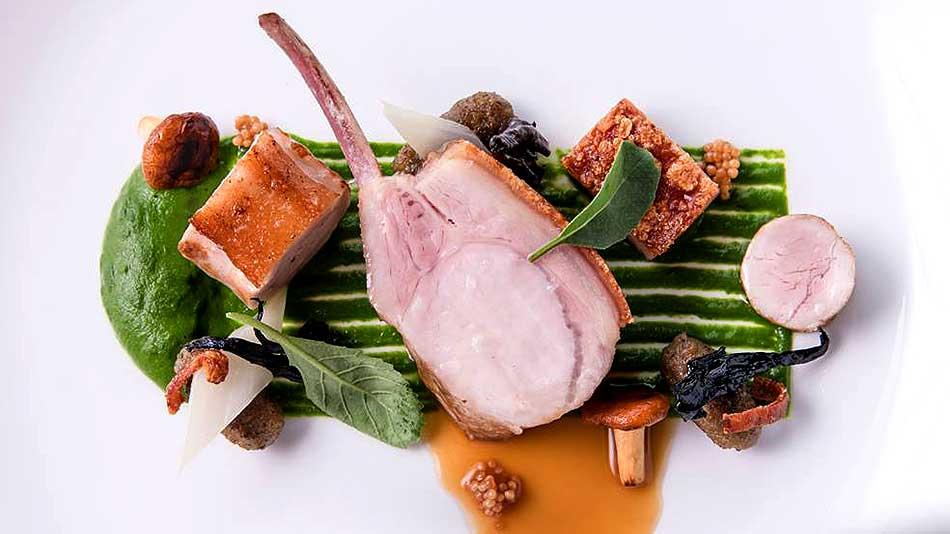 top-25-restaurants-bangkok-mezzaluna-pork-glazed
