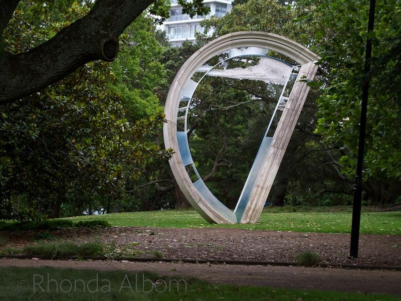 Albert_Park_Fountain,_Auckland