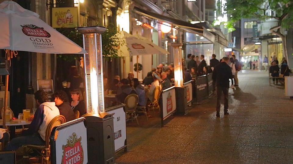 a nightlife patio bar scene in downtown Aucklanda nightlife patio bar scene in downtown Auckland
