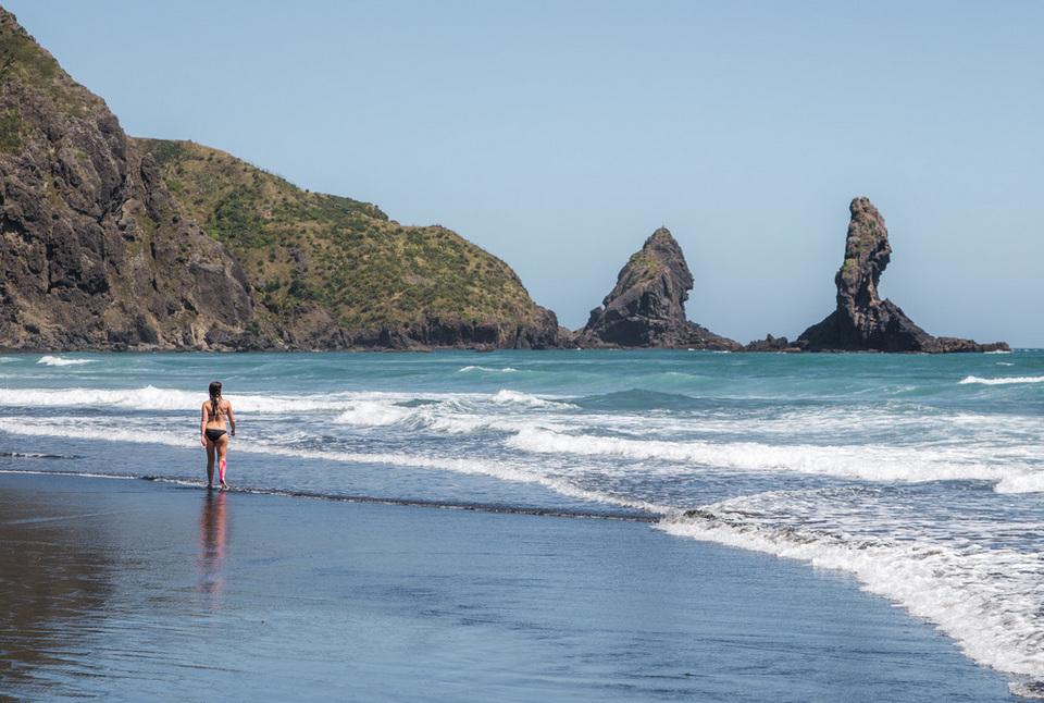 Anawhata beach auckland