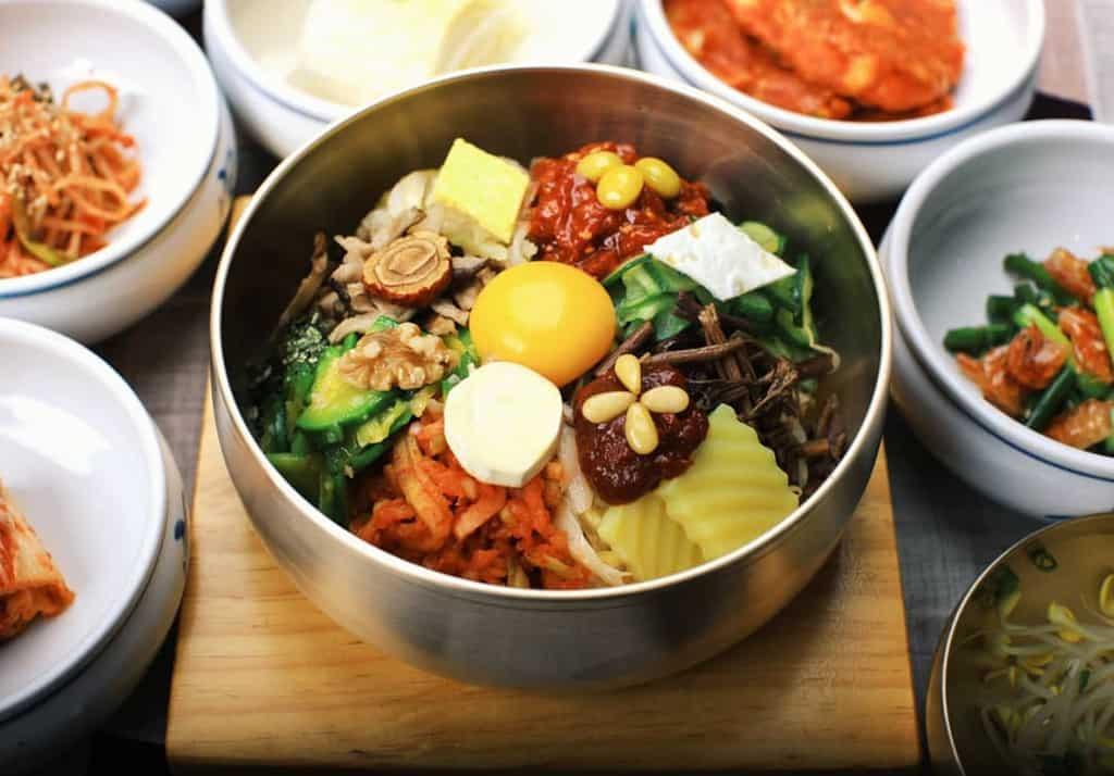 https://livingnomads.com/wp-content/uploads/2019/03/01/bibimbap-korean-must-try-food-must-eat-in-korea-must-eat-korean-food-must-try-food-in-korea-1.jpg