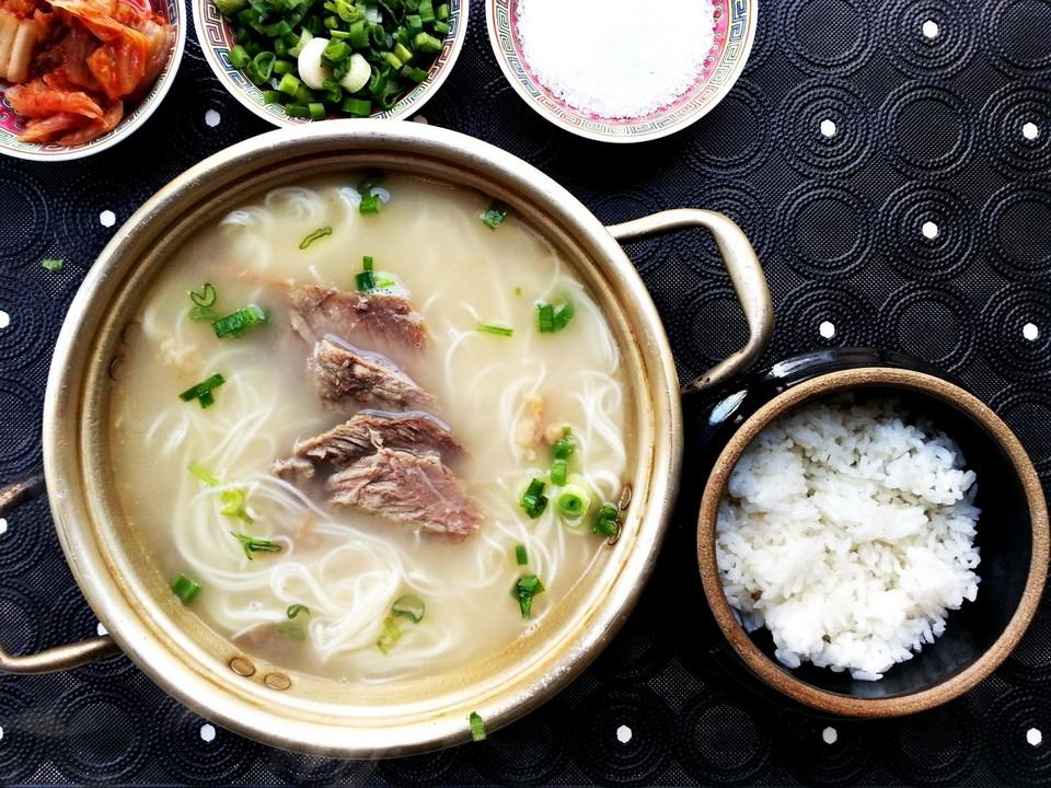 1Seolleongtang (Beef Bone Soup) (2)