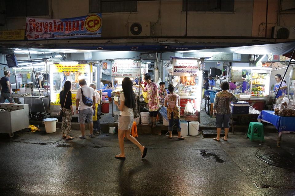 Sukhumvit Soi 38 food court