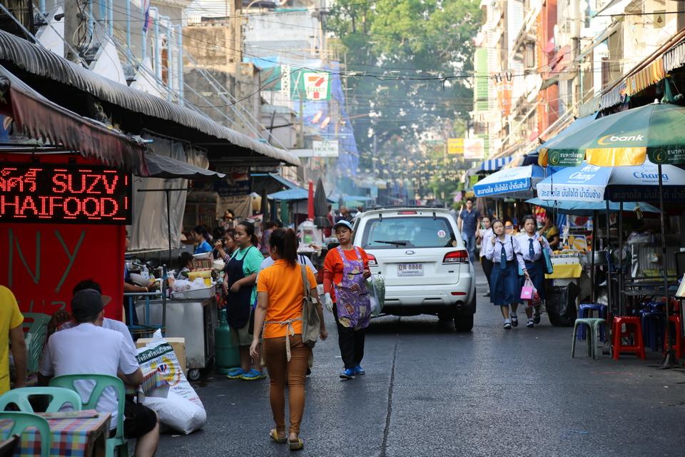 silom bangkok sakhorn street food