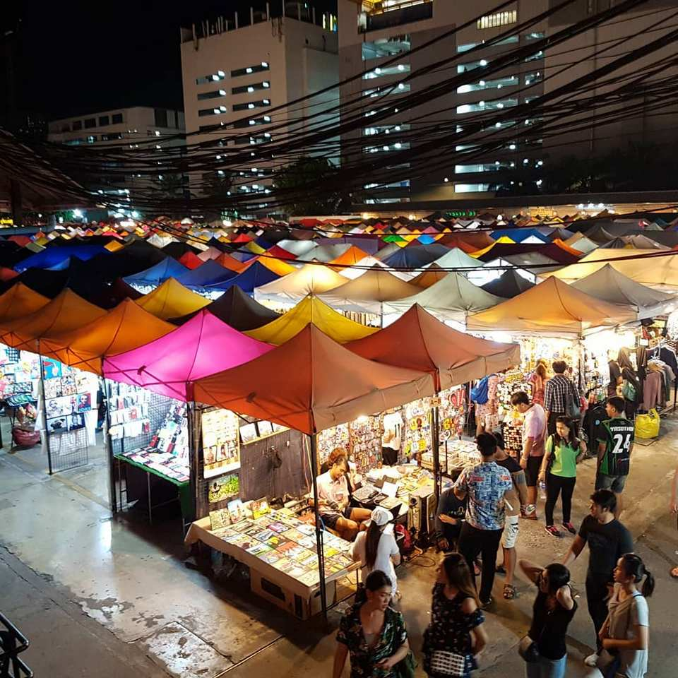 rot fai night market best bangkok street food (1)