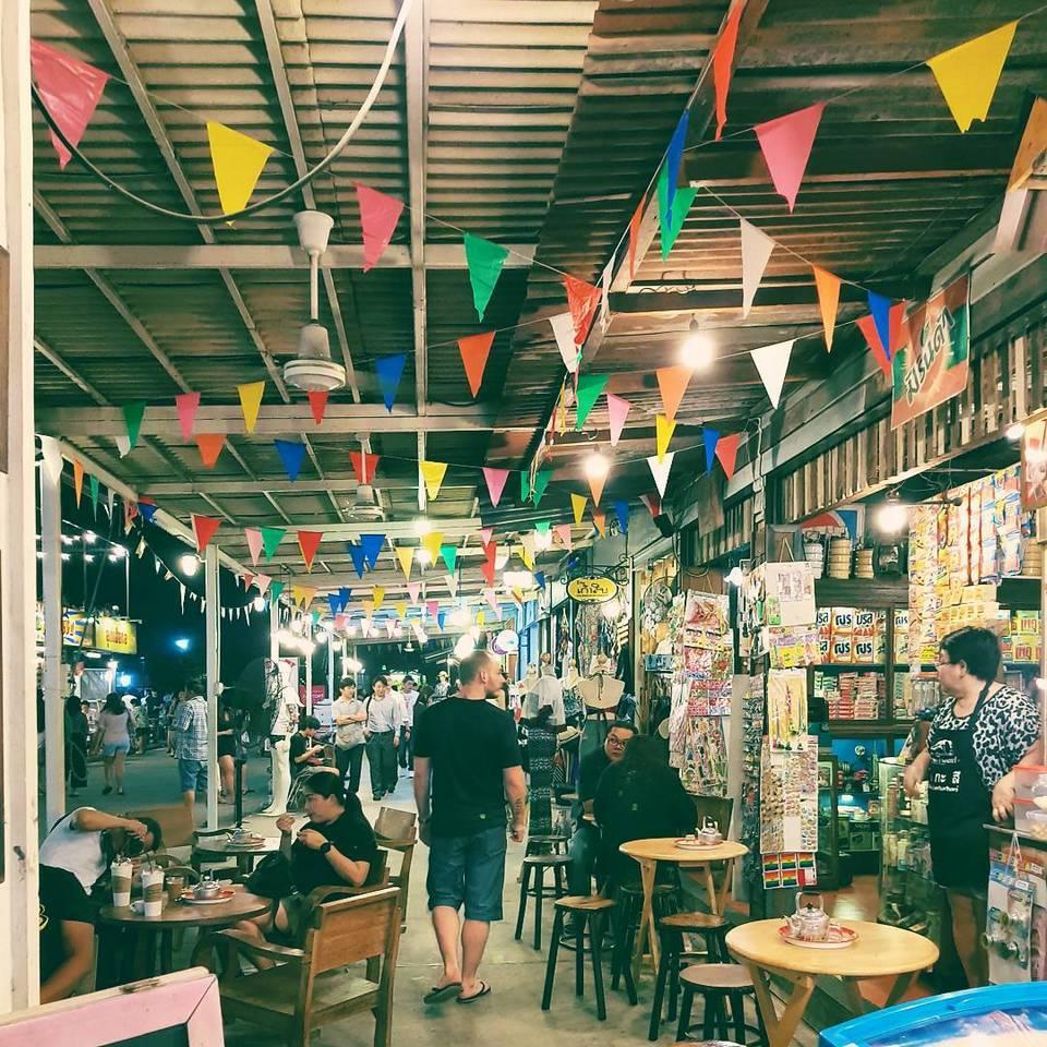 rot fai night market best bangkok street food (1)