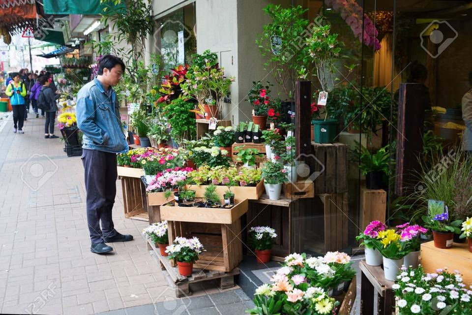 78215921-hong-kong-hong-kong-march-10-2017-flower-market-in-kowloon-hong-kong-with-unidentified-people-it-is-