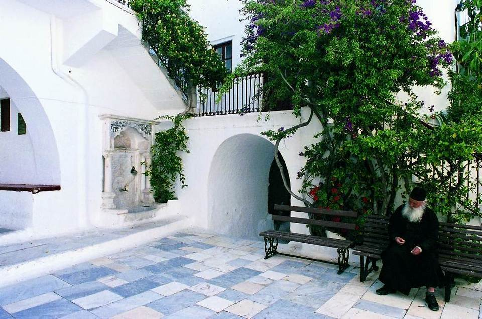 81-interior-courtyard-ano-mera-monastery