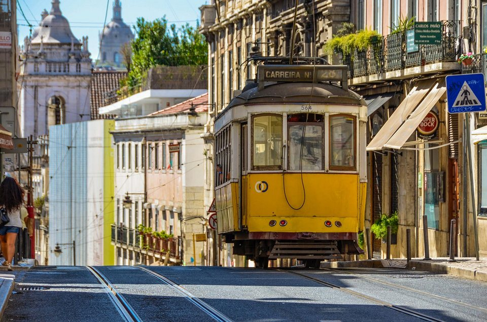 lisbon best time to visit tram-28-santa-catarina
