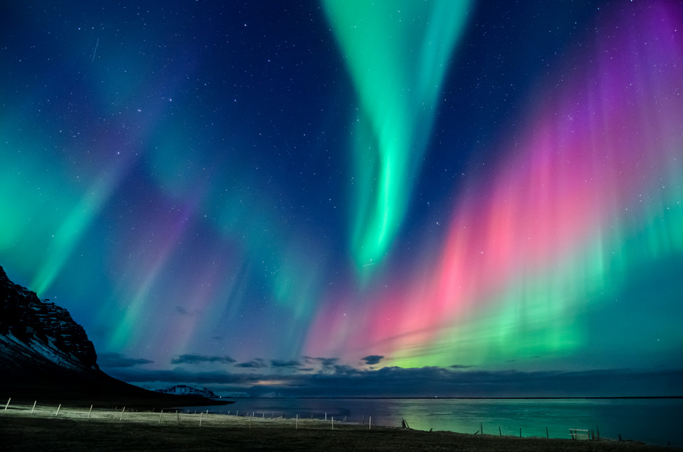 northern-lights-in-all-the-colors-of-the-rainbow-dance-across-the-sky-in-iceland-6