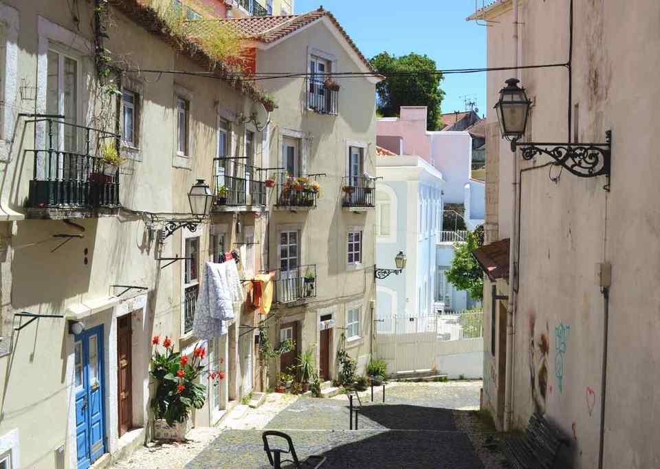 Alfama District lisbon portugal (1)