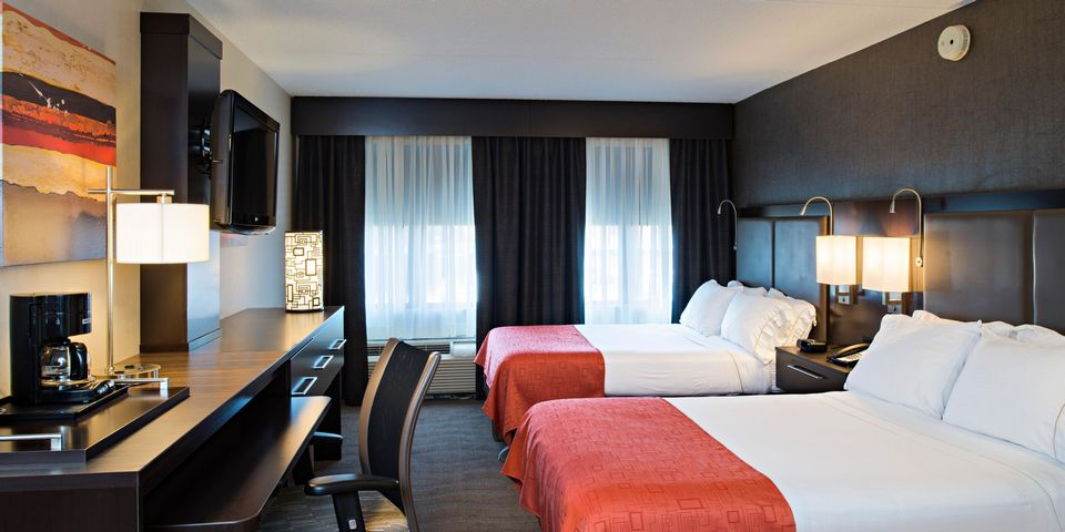 Holiday Inn Express Hotel And Suites Boston Td Garden3 Living