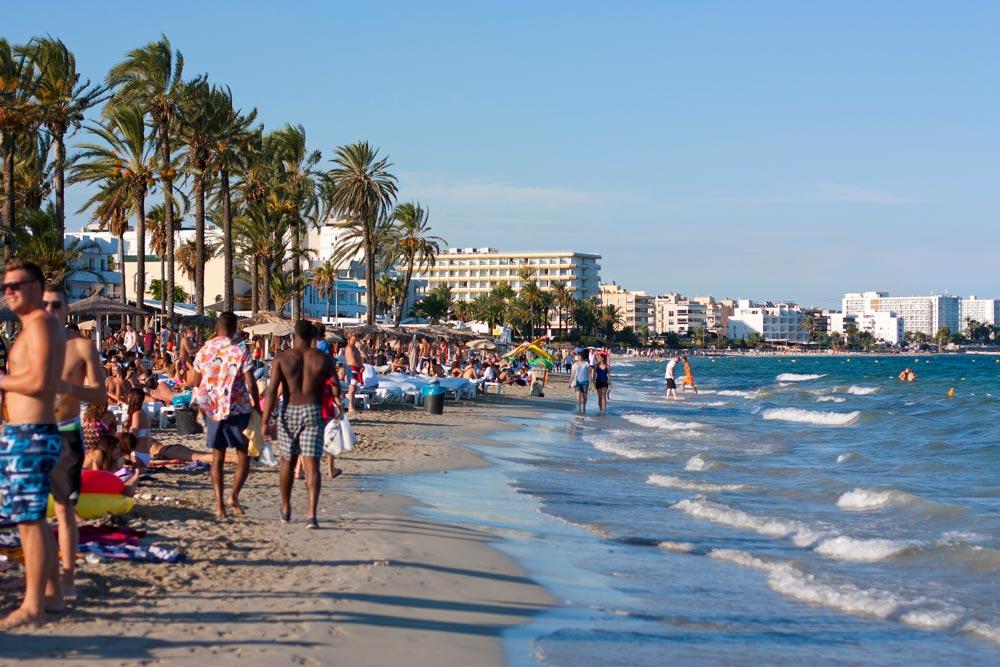 Beach in Platja d'en Bossa ibiza3