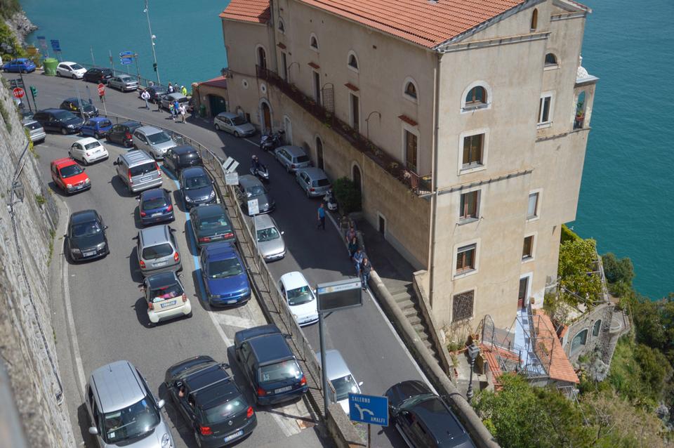 traffic in positano