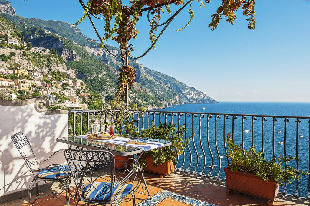 where to stay in positano italy