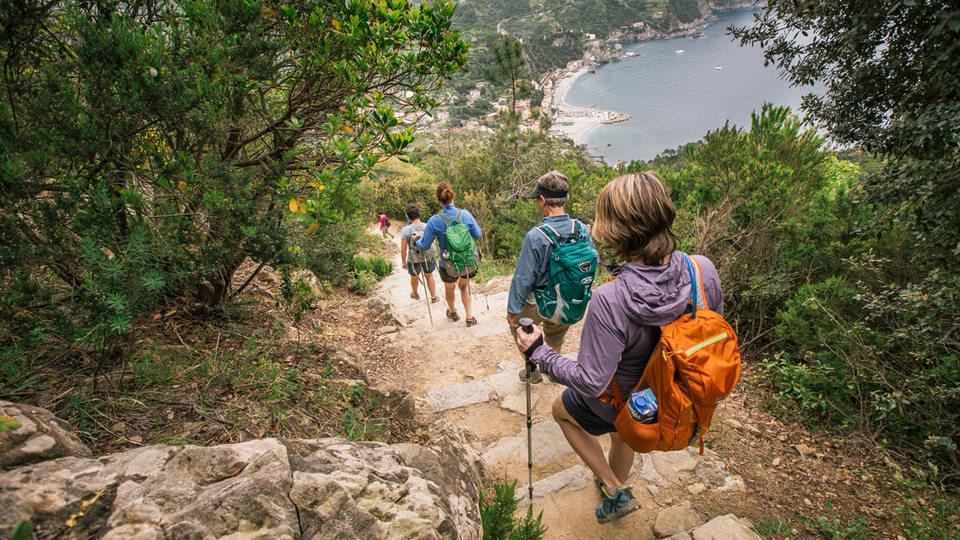 beautiful hiking trail in cinque terre4