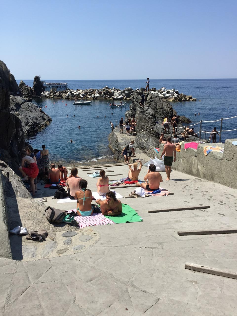 rocky beach riomaggiore cinque terre italy