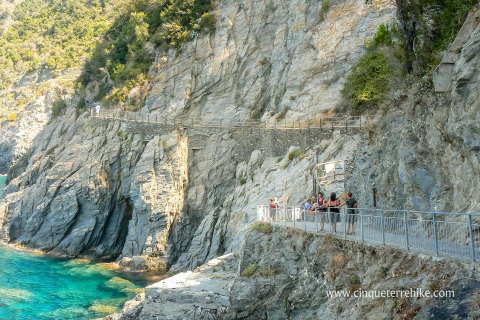 cinque-terre-blue-trail-manarola-corniglia-path-2