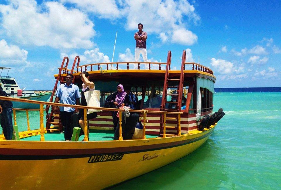 1484254813_local-ferry-maldives-dhoni-boat