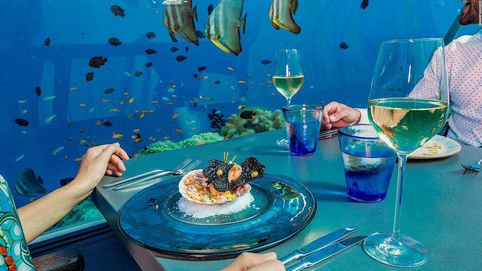 171117135848-maldives-hurawalhi-undersea-restaurant-8-full-169