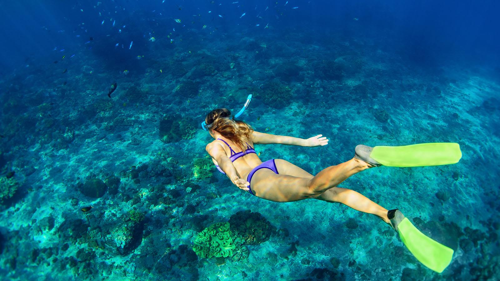 maldives Women_snorkel_1600_900