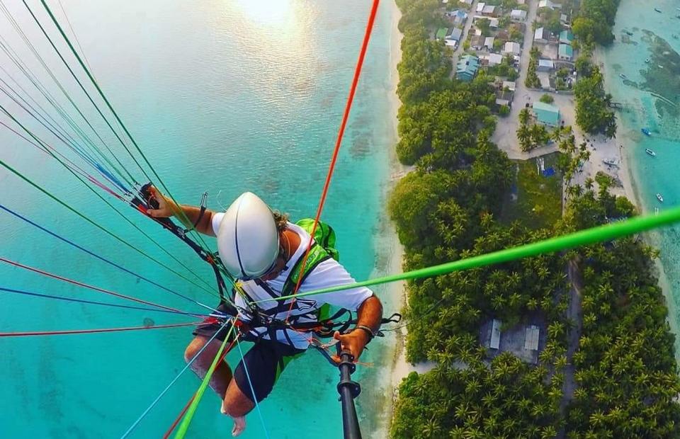 paragliding maldives