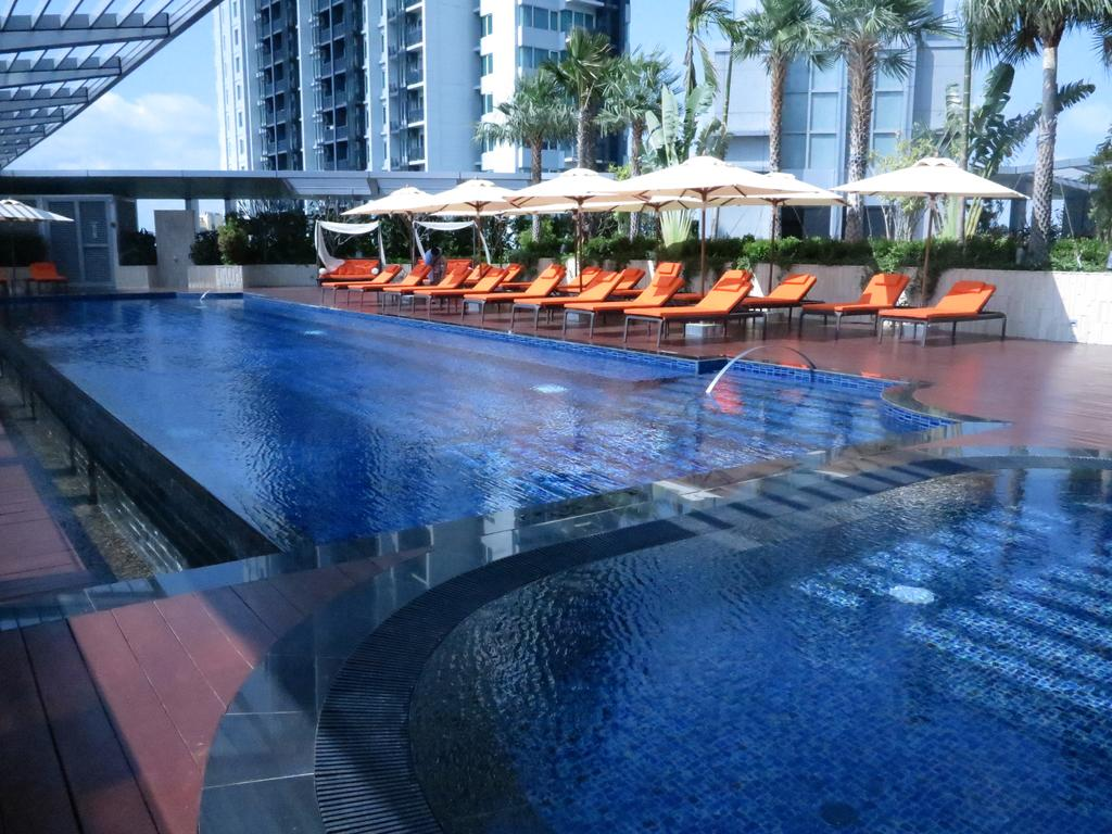 Bangkok Marriott Hotel Sukhumvit,infinity pool bangkok hotel,bangkok hotel rooftop infinity pool,best hotel rooftop pools in bangkok (4)