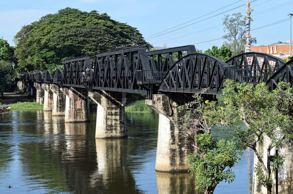 Bridge_on_the_River_Kwai_-_tourist_plaza