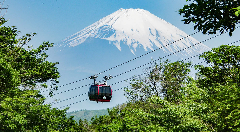 Hakone-Ropeway-with-Mount-Fuji-in-the-Background-Top-10-Places-to-Visit-in-Hakone