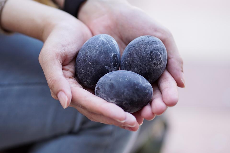 black boied eggs Owakudani Valley,hakone travel blog,hakone travel guide,hakone blog,2 days in hakone,hakone 2 day itinerary (1)
