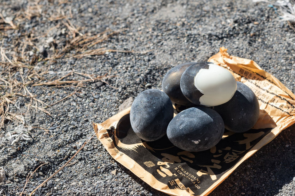 black boied eggs Owakudani Valley,hakone travel blog,hakone travel guide,hakone blog,2 days in hakone,hakone 2 day itinerary (1)