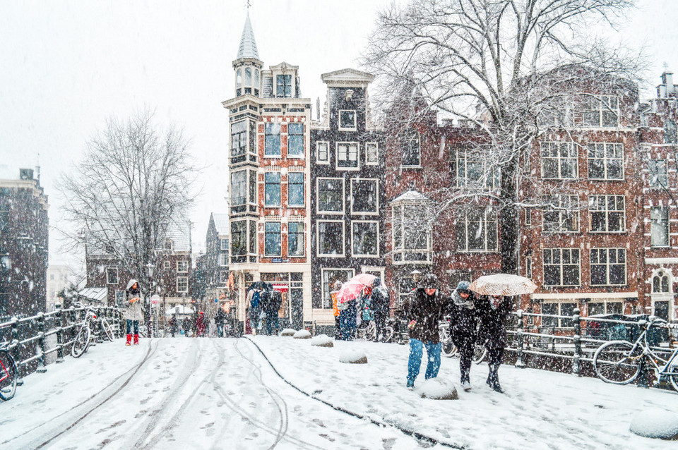Snow in Amsterdam after a winter storm,amsterdam blog,amsterdam travel blog,amsterdam travel guide blog,amsterdam city guide
