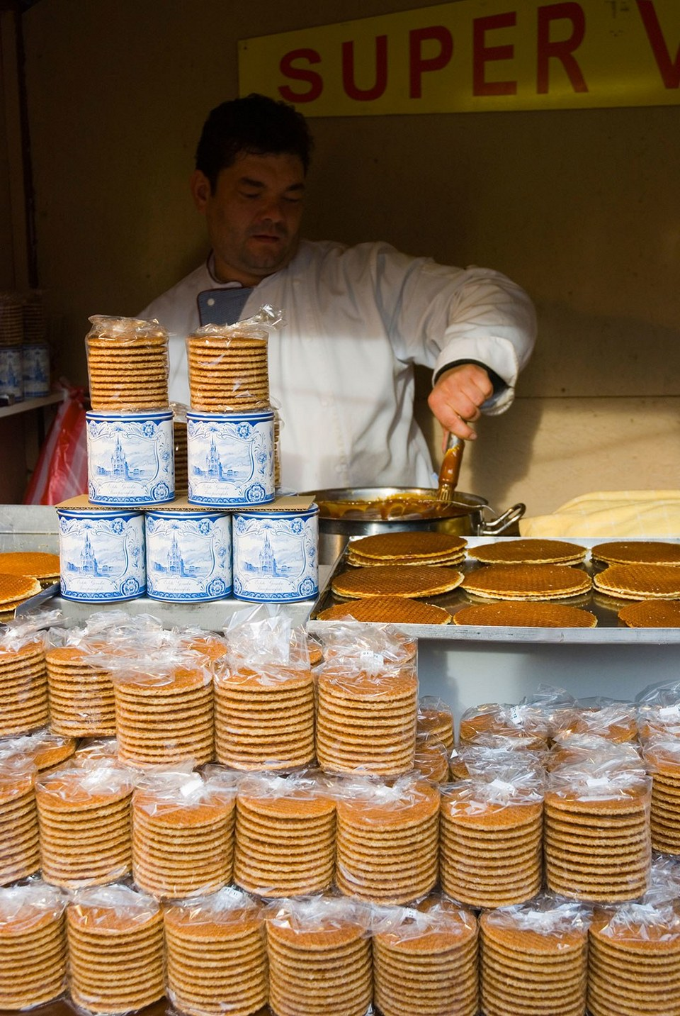 1-stroopwafel-peter-eric-forsberg-alamy,amsterdam blog,amsterdam travel blog,amsterdam travel guide blog,amsterdam city guide