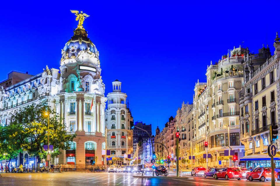 Gran Via, madrid, spain,Madrid blog,Madrid travel blog,Madrid travel guide blog,Madrid city guide,