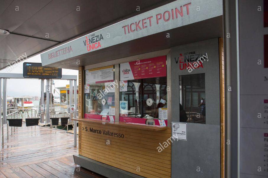 Venezia Unica tourist pass ticket kiosk